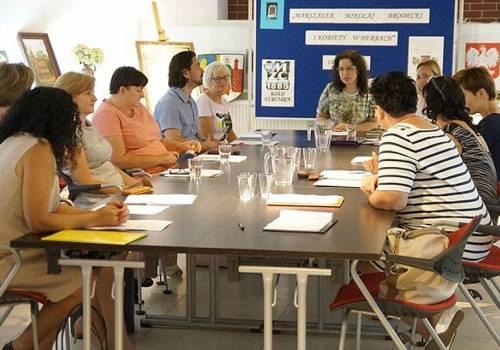 Stan przygotowań do nowego roku szkolnego  omówiono podczas narady z dyrektorami placówek. Fot: UM w Strumieniu